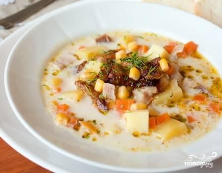 Суп готов! Разлейте по тарелкам и подавайте с укропом и беконом. Приятного аппетита!