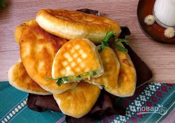 Пирожки с рисом и яйцом жареные