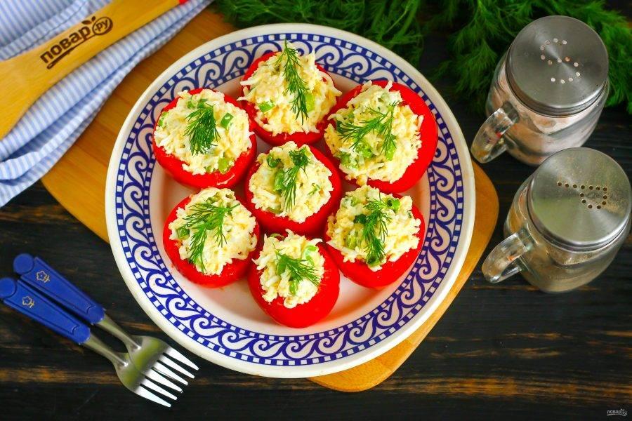 Украсьте приготовленное блюдо по вкусу, например - свежей зеленью укропа. Подайте к столу или поместите в холодильник для охлаждения до подачи.