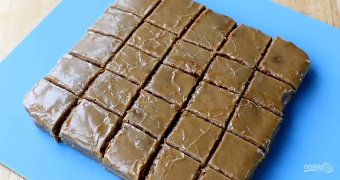 10.Дайте кексу полностью остыть, выньте из формы и разрежьте на порционные кусочки. Приятного аппетита!
