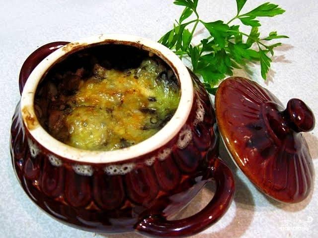 Капуста с грибами в горшочке