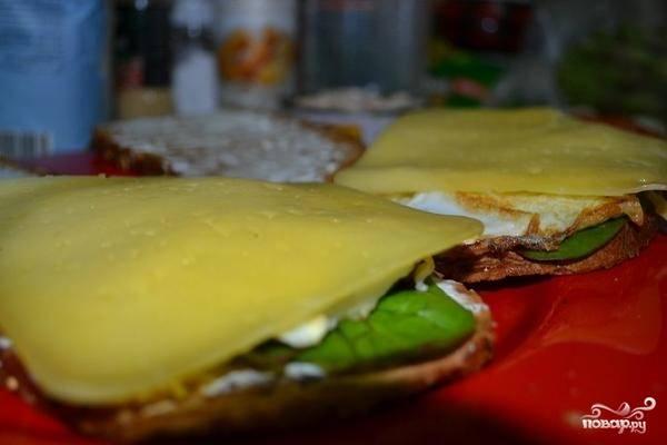 Далее - кусочек сыра.