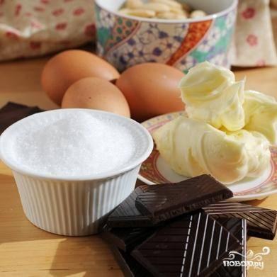 Это наши ингредиенты, необходимые для приготовления торта Капрезе. Заметьте, как их немного - необычно для торта :)