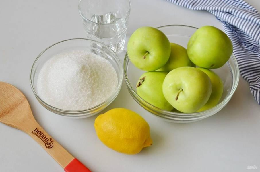 Подготовьте яблоки, сахар, воду и лимон. Приступим!
