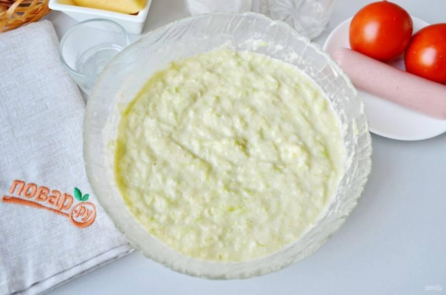 Кабачковое тесто получается в меру густым, легким.