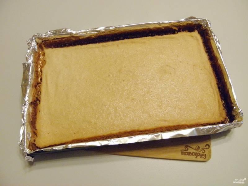 Пастила готова. Острым ножом порежьте на квадратики и посыпьте сахарной пудрой. Приятного!