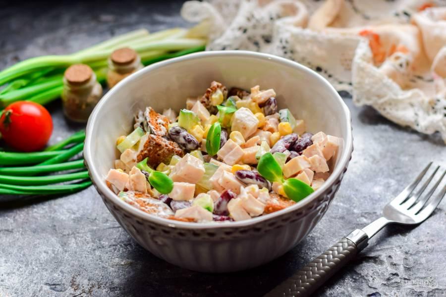 Салат с красной фасолью и ветчиной