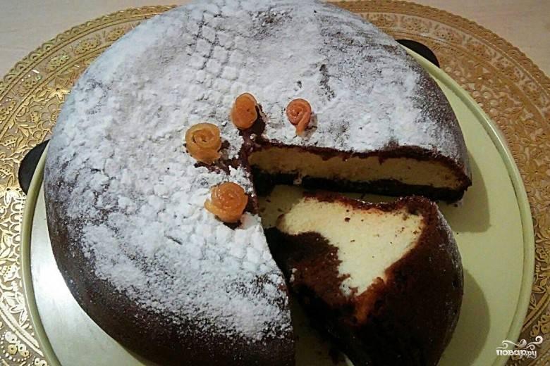 """Готовьте пирог в режиме """"Выпечка"""" в течение 90 минут. Украсьте по желанию. Приятного чаепития!"""