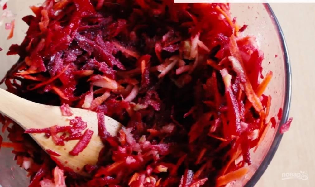 3. Перемешайте все ингредиенты, добавьте соль и перец по вкусу. Заправьте салат оливковым маслом или майонезом. Приятного аппетита!