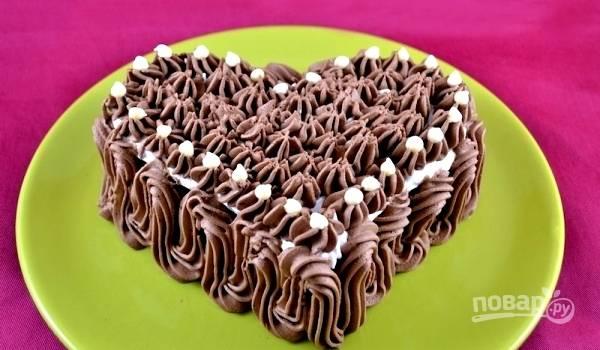 9.Украсьте тортик по своему вкусу и поставьте в холодильник на  1-2 часа перед подачей на стол. Приятного аппетита!