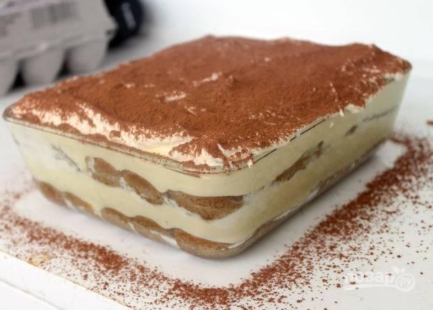 15.Украсьте десерт несладким какао, отправьте его в холодильник на 12-24 часа. Приятного аппетита!