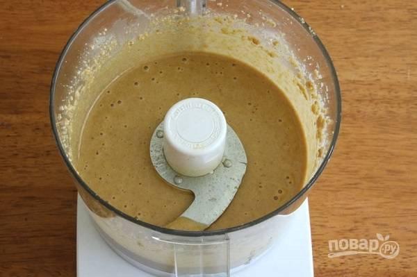 5. И с помощью оливкового масла придайте соусу нужную консистенцию. Все тщательно взбейте — и соус Тахини готов! Классный и быстрый рецепт, который точно стоит взять на вооружение.