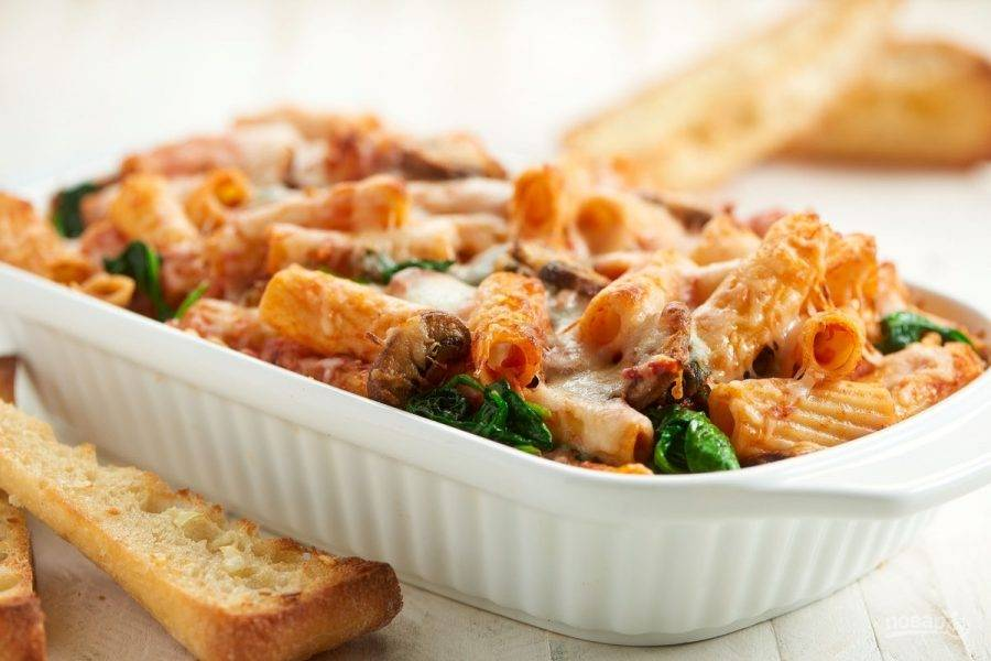 6. Подавайте запеканку с багетом. Приятного аппетита!