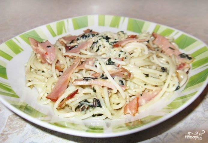 Спагетти карбонара со сливочным соусом