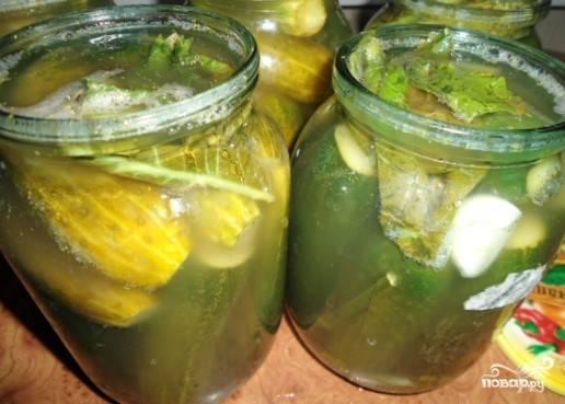 Огурцы должны немного пожелтеть и появиться приятный аромат.