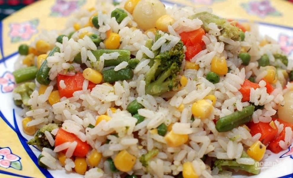 8.Готовый рис с гавайской смесью подаю к столу горячим, приятного аппетита!