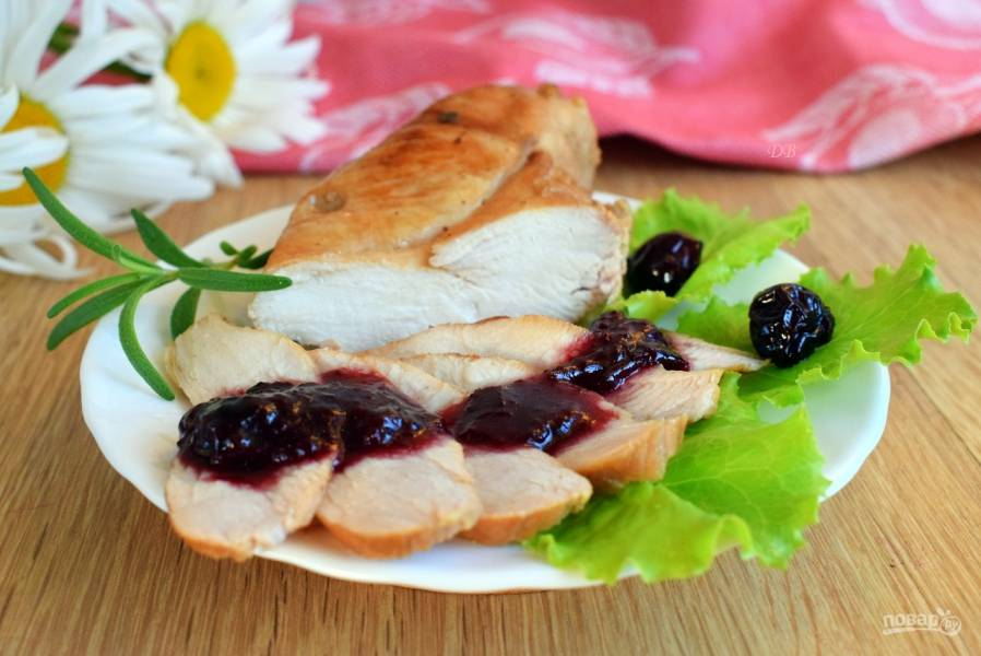 Куриная грудка с вишневым соусом