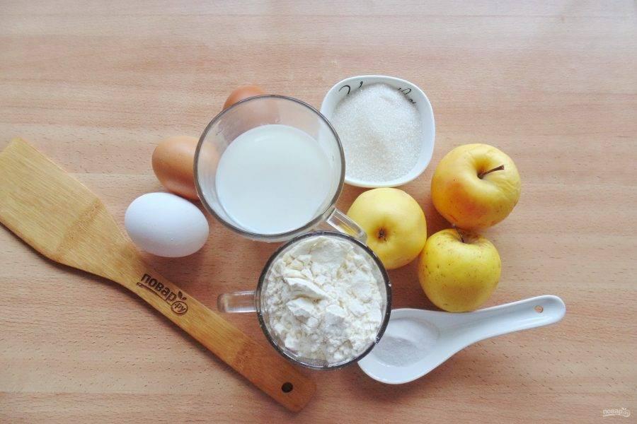 Подготовьте ингредиенты для приготовления пирога с яблоками.