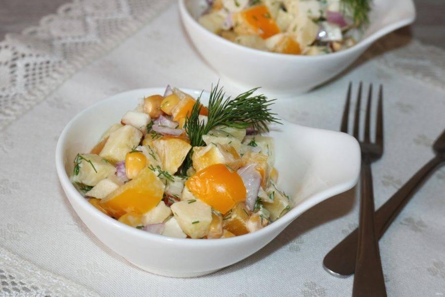 Очень лёгкий и сочный салат готов! Приятного аппетита!