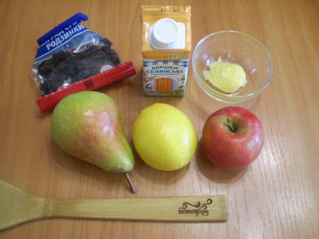 Подготовим продукты для салата. Яблоко и грушу нужно хорошо вымыть.