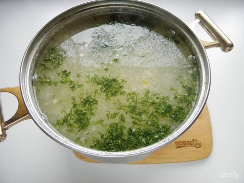 Готовый суп снимите с огня и заправьте мелко нарубленной зеленью. Суп с фрикадельками (ленивый) готов! Приятного аппетита!
