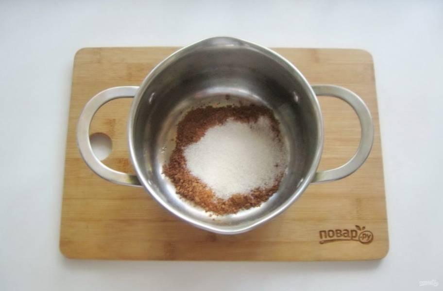 Пока пирог остывает сварите глазурь. В кастрюлю с толстым дном насыпьте две столовые ложки какао-порошка и две столовые ложки сахара.