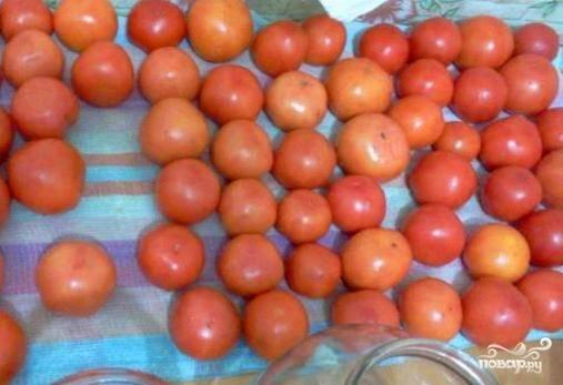 Помыть, обсушить помидоры.