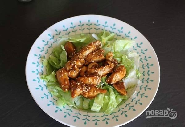 4. Перед подачей курица с кешью на скорую руку может быть дополнена зеленью или кунжутом, например. Приятного аппетита!