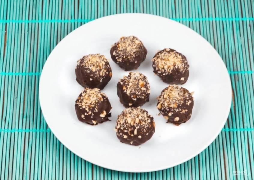 5. Отправьте конфеты в холодильник до застывания глазури. Приятного аппетита!