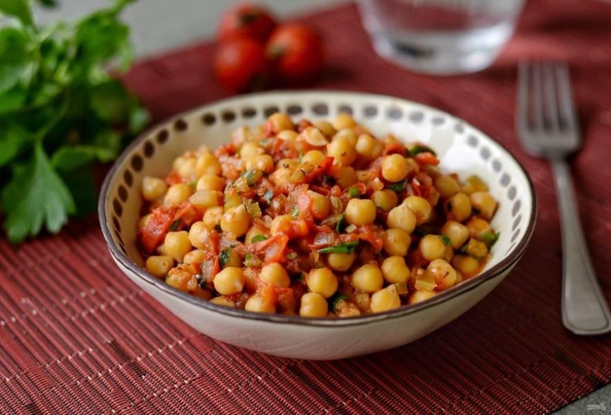 Нут в томатном соусе готов, приятного аппетита!