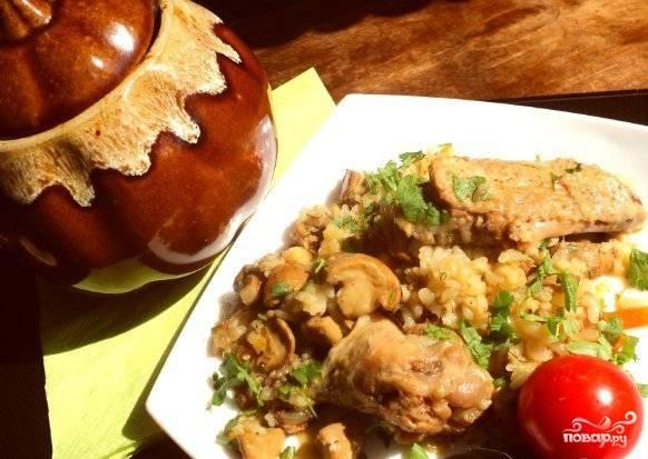 Курица в горшочке с рисом