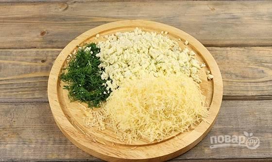 9. Для последнего штриха нам понадобятся сыр, желтки, чеснок и немного зелени.