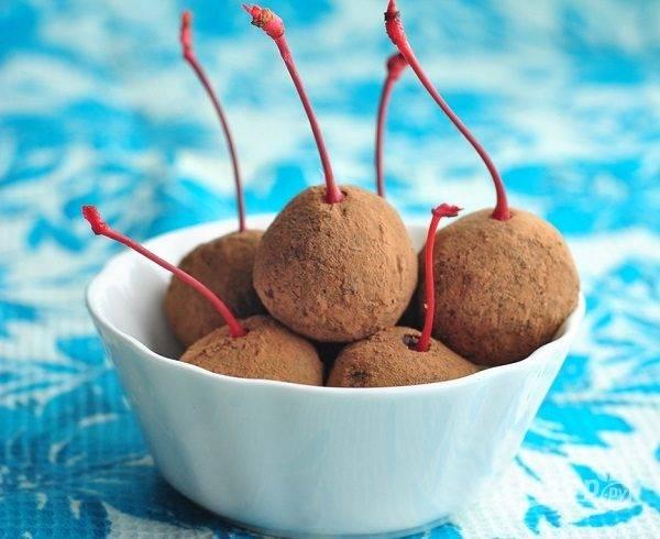 Конфеты из сухофруктов с коктейльной вишней
