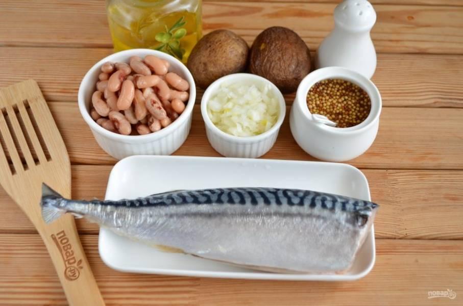 Итак, отварите картофель и фасоль до готовности, остудите. Рыбку выпотрошите. Очищенный лук мелко порежьте и замаринуйте в воде с уксусом, на столовую ложку воды положите чайную ложку уксуса. Пусть постоит лук минут 10. Потом слейте жидкость.