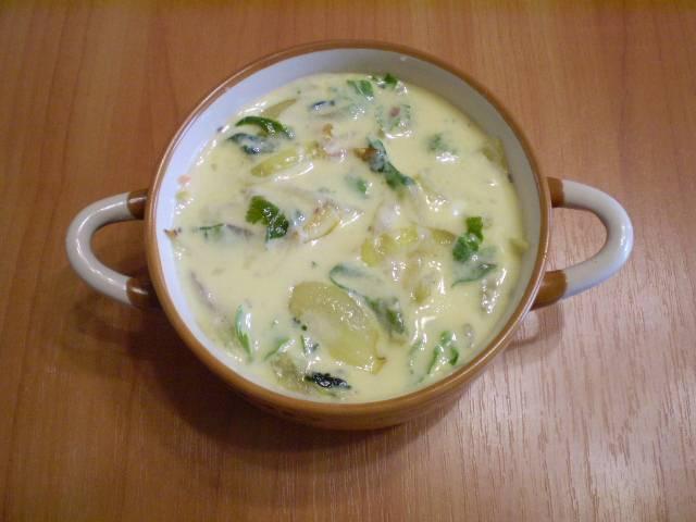 11. Заливаем запеканку яично-сметанной смесью со специями и отправляем в духовку на 30 минут, температура 180 градусов.