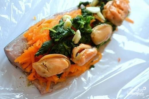 6. Дополните морепродуктами по вкусу.