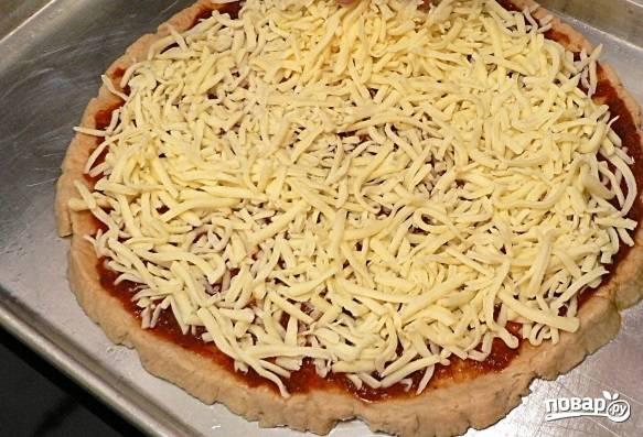 9. Присыпьте половиной сыра.