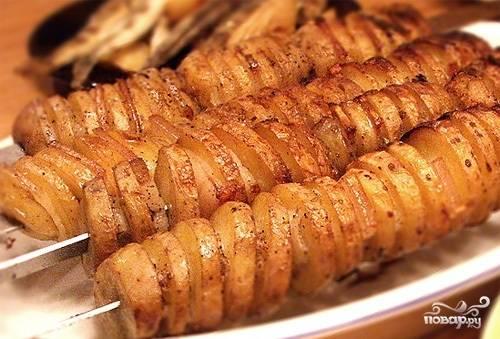 Картошка с салом в фольге на костре