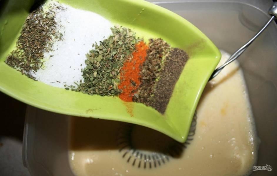 3.Добавляю к смеси специи по вкусу (красный и черный перцы, соль поваренную, орегано, укроп и петрушку, базилик).