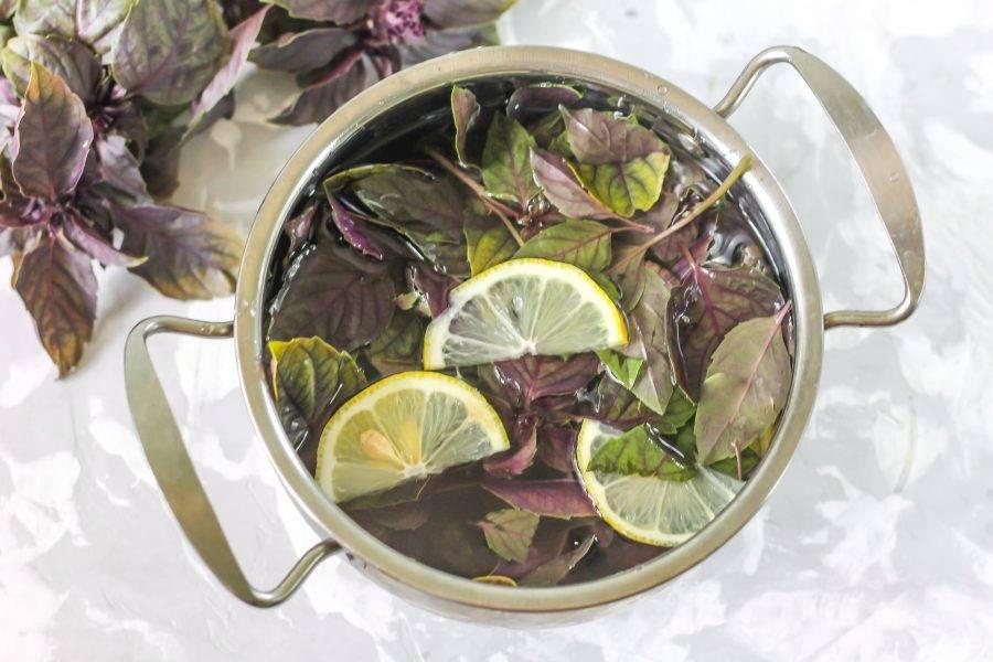 Залейте теплую воду, поместите емкость на плиту и отварите в течение 10 минут с момента закипания.