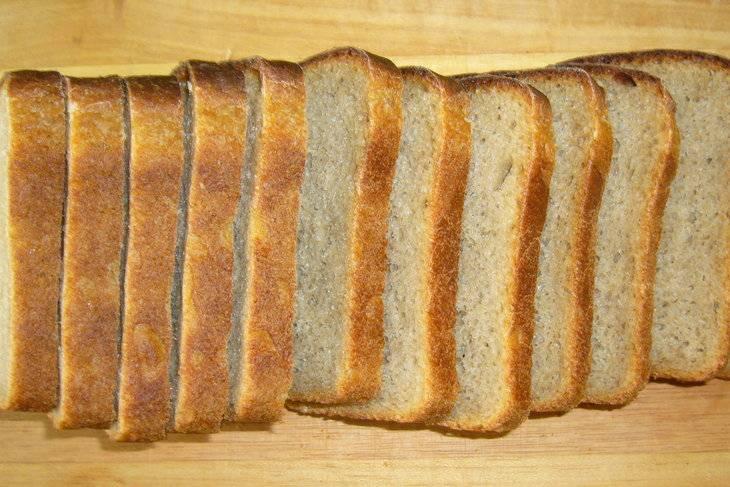 Хлеб нарежьте ломтиками.
