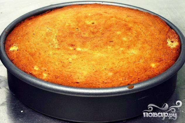 3. Выпекать пирог от 40 до 45 минут. Дать остыть 15 минут.