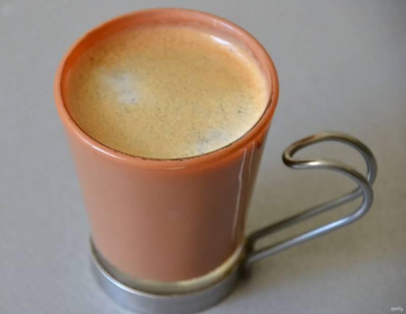 """Сварите кофе """"эспрессо"""" любым доступным способом."""