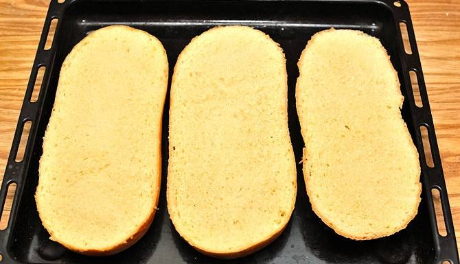 по желанию можно хлеб подсушить в духовке до золотистого цвета.