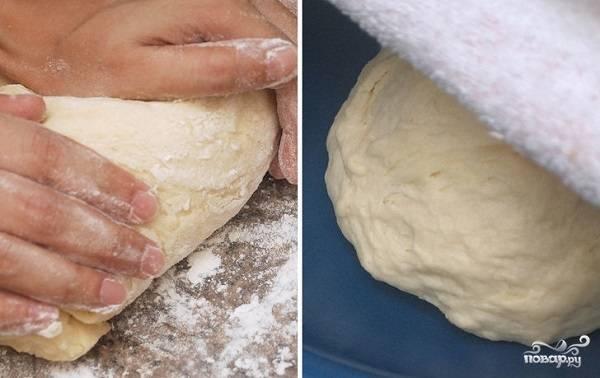 3. После вымешайте несколько минут руками, накройте чистым полотенцем и оставьте подходить в теплом месте. После первого подхода обомните легонько и оставьте подходить еще раз.