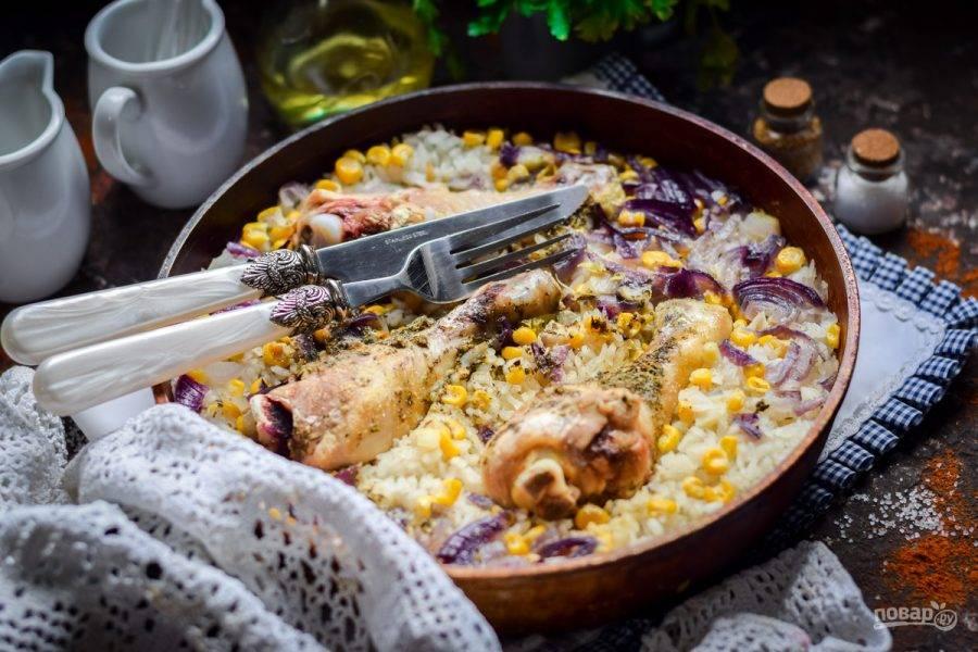 Готовое блюдо разложите по тарелкам и подавайте к столу.
