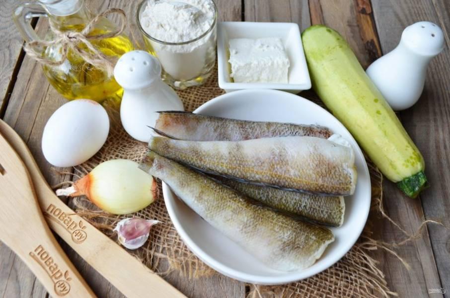 Подготовьте продукты для котлет. Рыбу выбирайте любую, главное правило — минимум костей! Я обычно покупаю такие сорта: хек, минтай, нототения. Рыбу разморозьте полностью. Приступим!