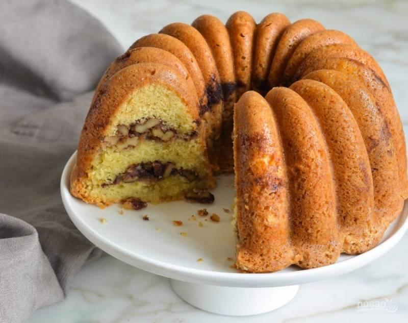 10. Выпекайте ореховый кекс 60 минут в духовке при 180 градусах. Дайте ему немного остыть, а потом подавайте. Приятного чаепития!
