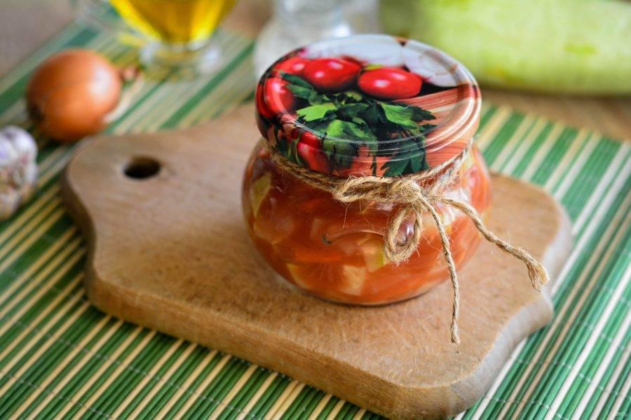 Закатайте крышками и готово. Выход салата примерно 2 литра - это 3 банки по 600-700 грамм.