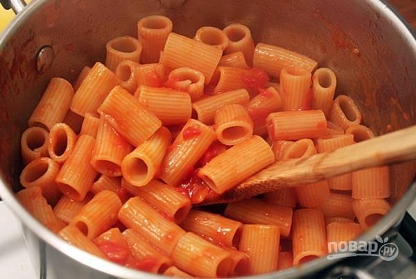 Смешайте наш прекрасный соус с любимыми ароматными травами, если нужно, добавьте соль и перец.